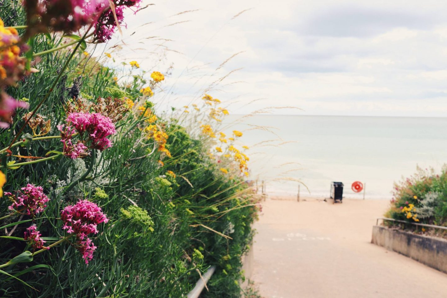 UK beaches Close to London – Grab Yer Spade (or trowel) & Let's Go.